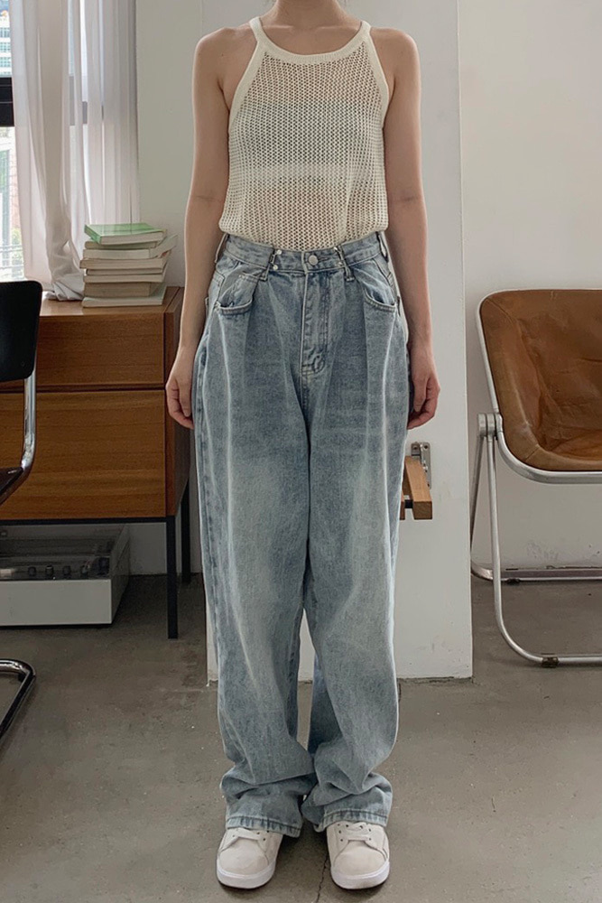 Take denim pants
